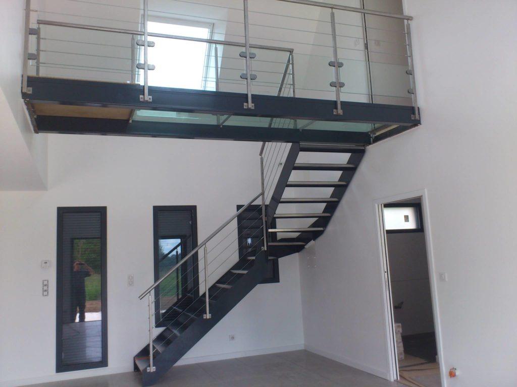 Escalier 1/4 tournant avec passerelle